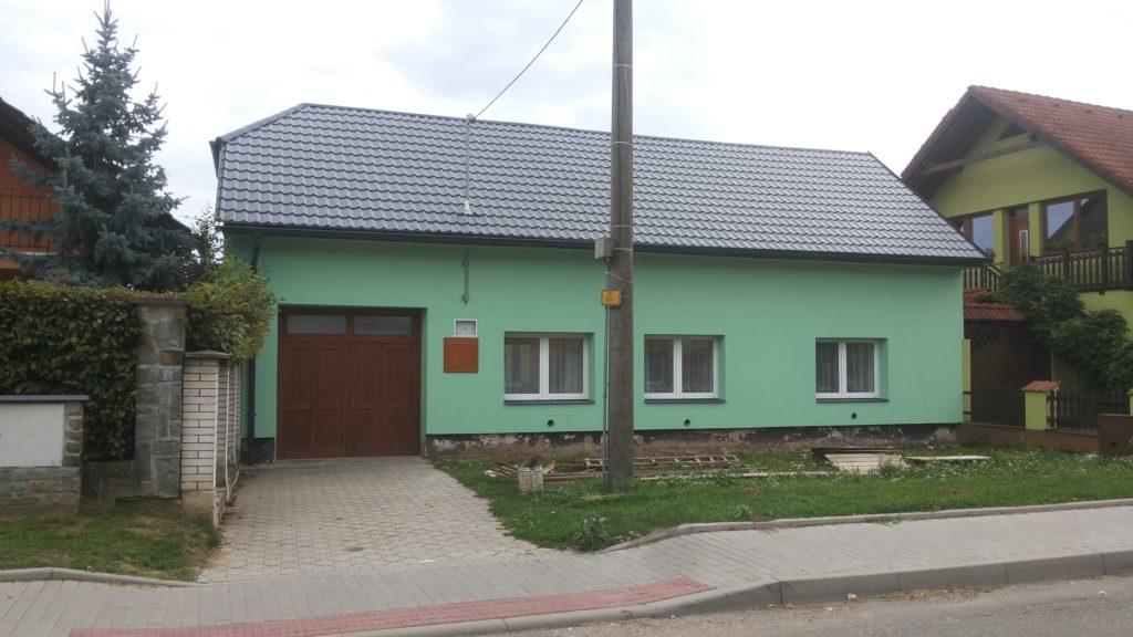Dům zahrádkářů Topolná po zateplení a výměně střechy.